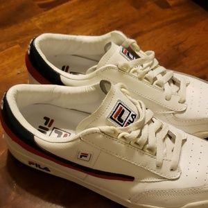 Mens sz 10 Fila low top sneaker